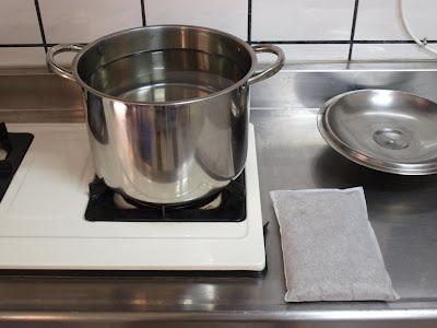 準備大鍋子與八九分滿的自來水