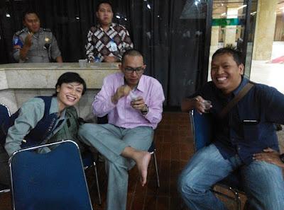 Dari Kiri: Siti, Loly dan Kesep (Para Alumni Koperasi Kopma UGM)
