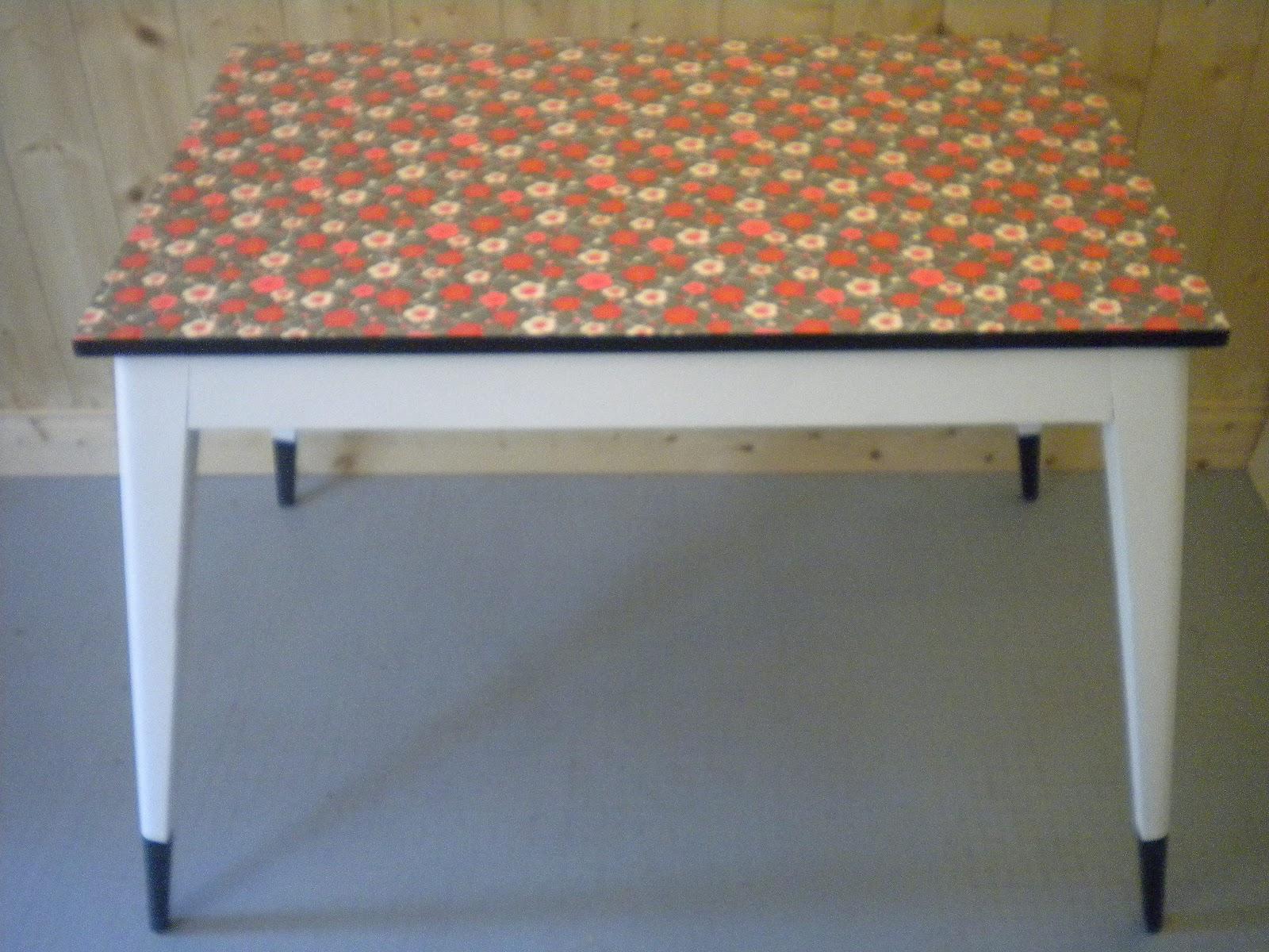Retroverso petit mobilier table de cuisine for Table de cuisine retro
