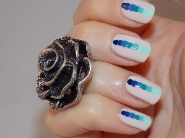 nail art blue dots blog beauté psychosexy