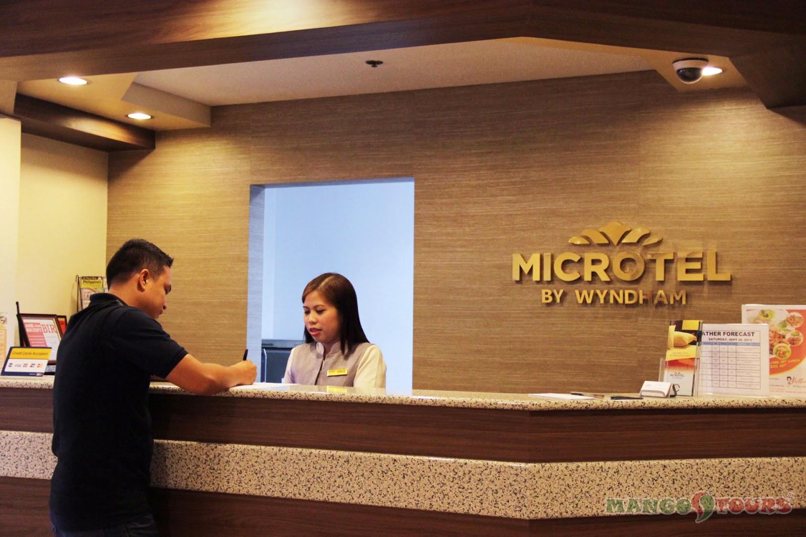Mango Tours Microtel by Wyndham Sto. Tomas Batangas lobby