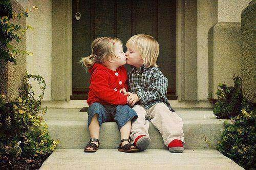 kissing baby couple wallpaper