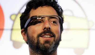 foto sergey brin mencoba google glass