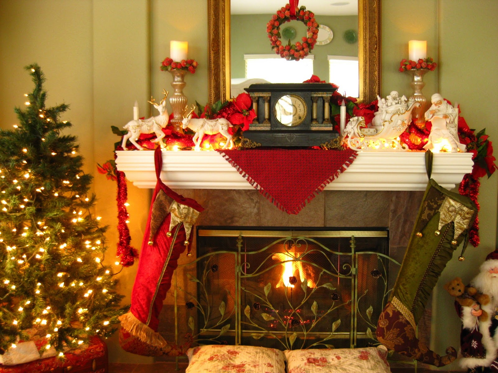 The beehive cottage family room decorated for Christmas decorations for inside your house