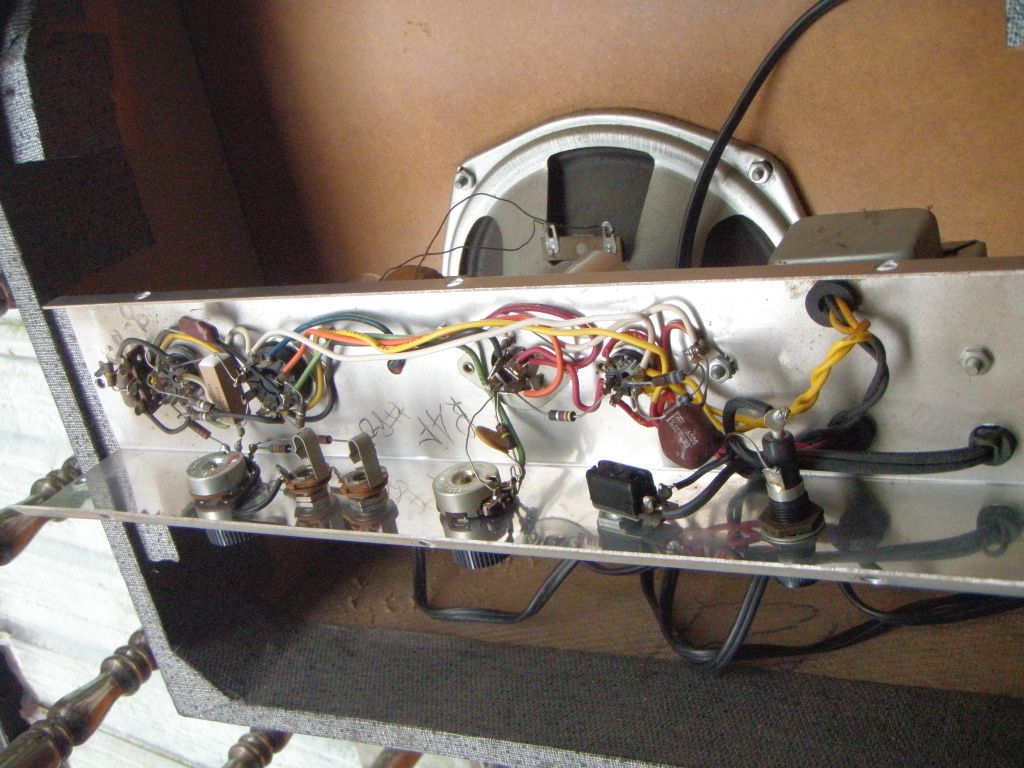 Doing A 3 Wire Mains Cable Conversion On Vintage Silvertone 1481 1457 Wiring Diagram If You Ever Do This Job Be Aware That There Are Some Potentially Big Voltages Inside The Capacitors Have Not Discharged So Touch Anything In