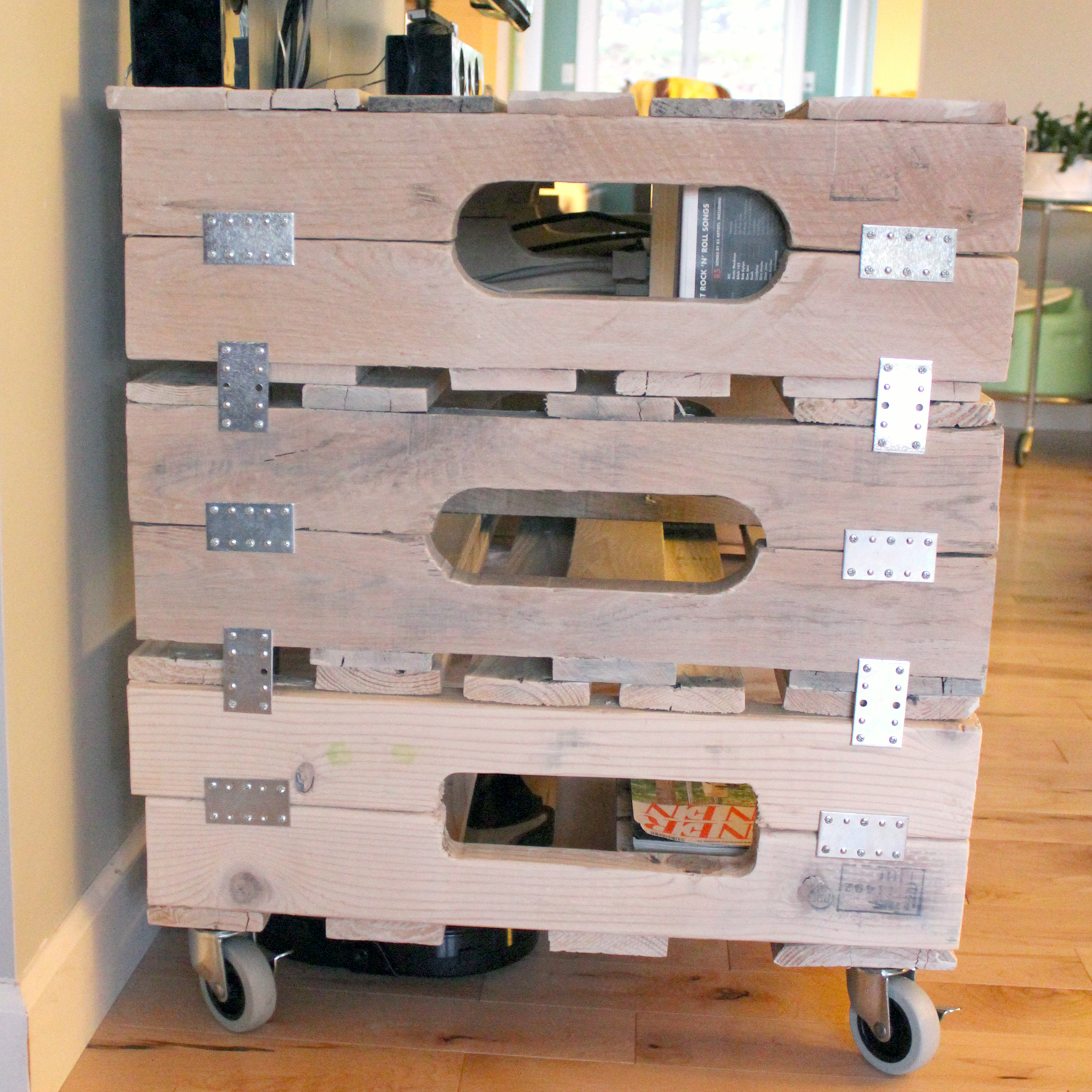 DIY Pallet Entertainment Center  Pallets Designs