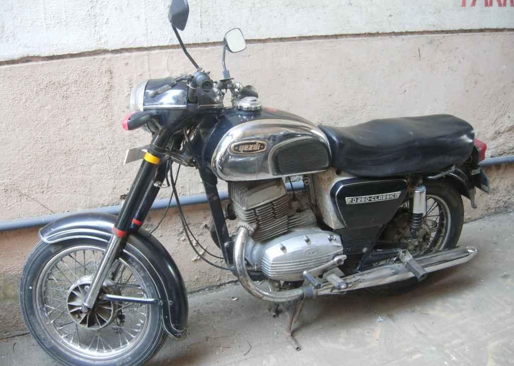 ... blog+hd+wallpaper+2012++Ideal+Jawa+Yezdi+Yezdi+classic+motorcycle.jpg