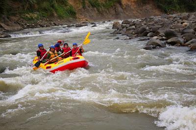 Tempat wisata di Sukabumi berikutnya yang menyenangkan adalah tempat wisata di Sungai Cicatih