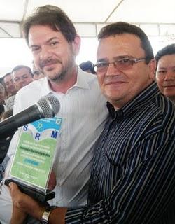 Governador Cid Gomes recebendo homenagem do Sindicato dos Produtores Rurais de Madalena
