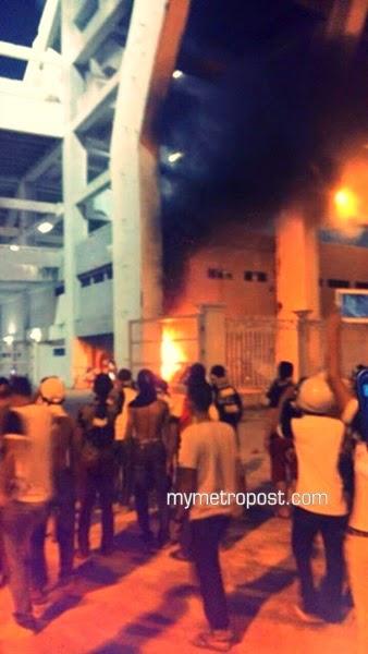 Penyokong Peteh mengamuk, stadium dibakar