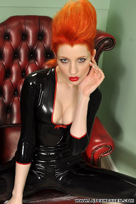 Ulorin, Posing in shiny black latex Catsuit