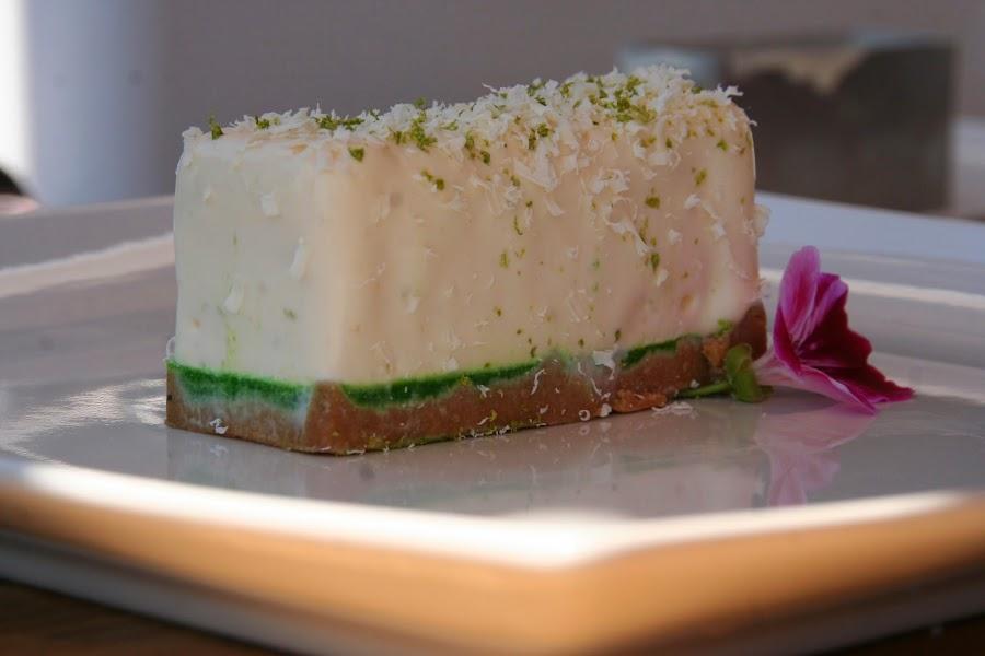 ¡Espectacular!: mousse de chocolate blanco con gelatina de lima