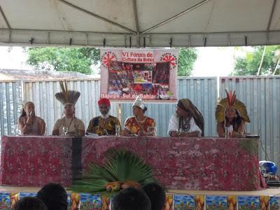 A Mesa ocorreu no sábado (17/11), na foto da esquerda para a direita - Rosenita (comunidade de Tapuia- Camamu), Cacique Ramon (Tupinambá), Jorge Conceição (UNIRAM), RIta Pinheiro (Griô Aprendiz), Jorge Rasta (CAsa de Bonecos de Itacaré) e Nádia Acuan (Tupinambá)