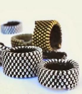http://www-en-rhed-ando.blogspot.com.es/2014/02/diy-como-hacer-anillos-con-cremalleras.html#.U5a6k3bb41Y