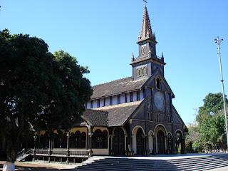 L'église en bois - un monument original de KonTum