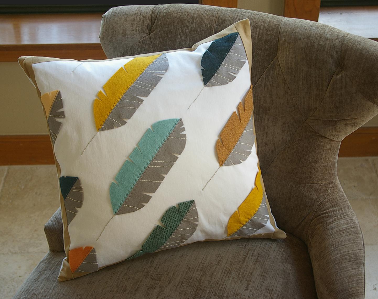 Простая подушка на диван своими руками