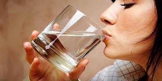 Orang ini dapat mengubah keringat jadi air minum yang steril