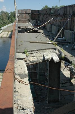 Фото Укринформ: провалы аварийного моста