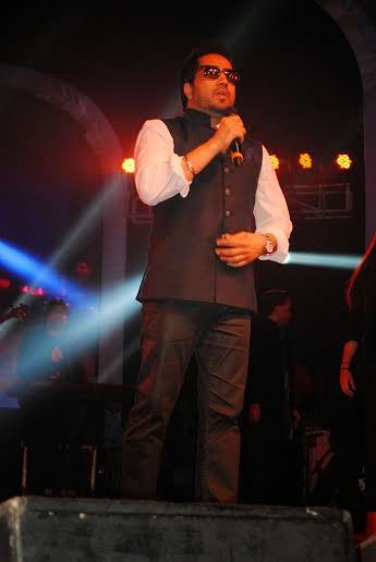Mika Singh performing during Tulsi Kumar weddiing