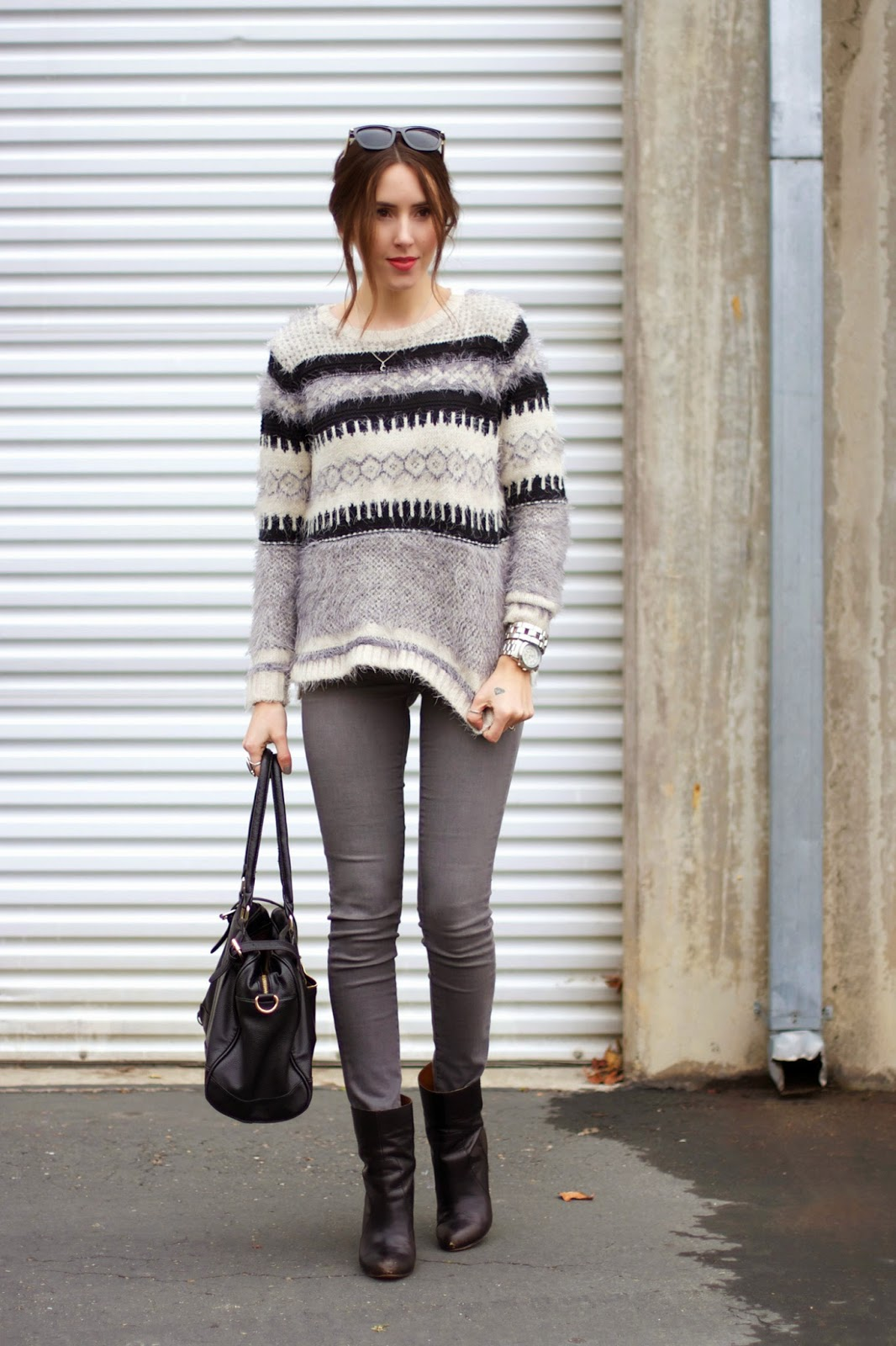how-to-style-grey-jeans
