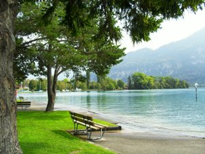 Wheelchair access to Lake Thunersee, Park at Neuhaus, Interlaken