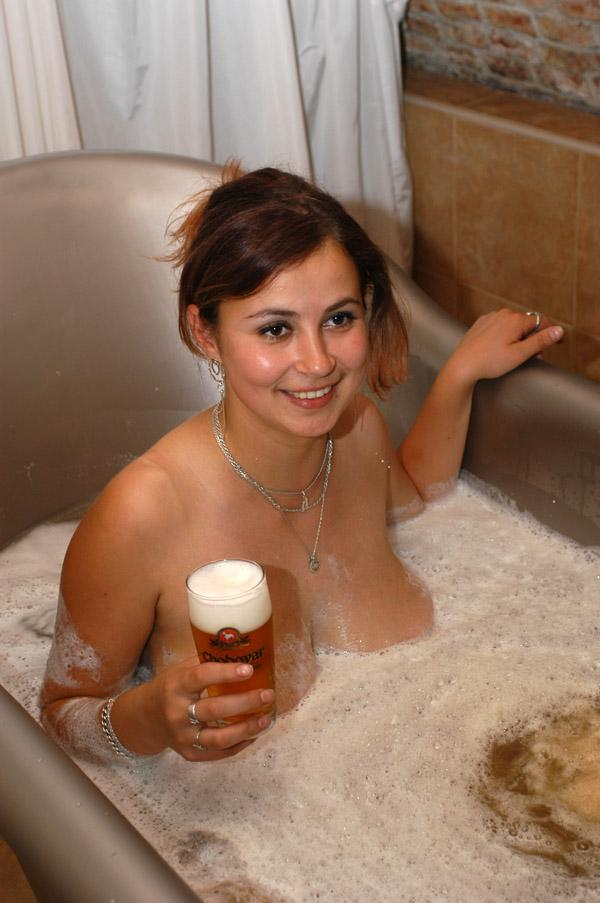 Hot Babes in the Bath