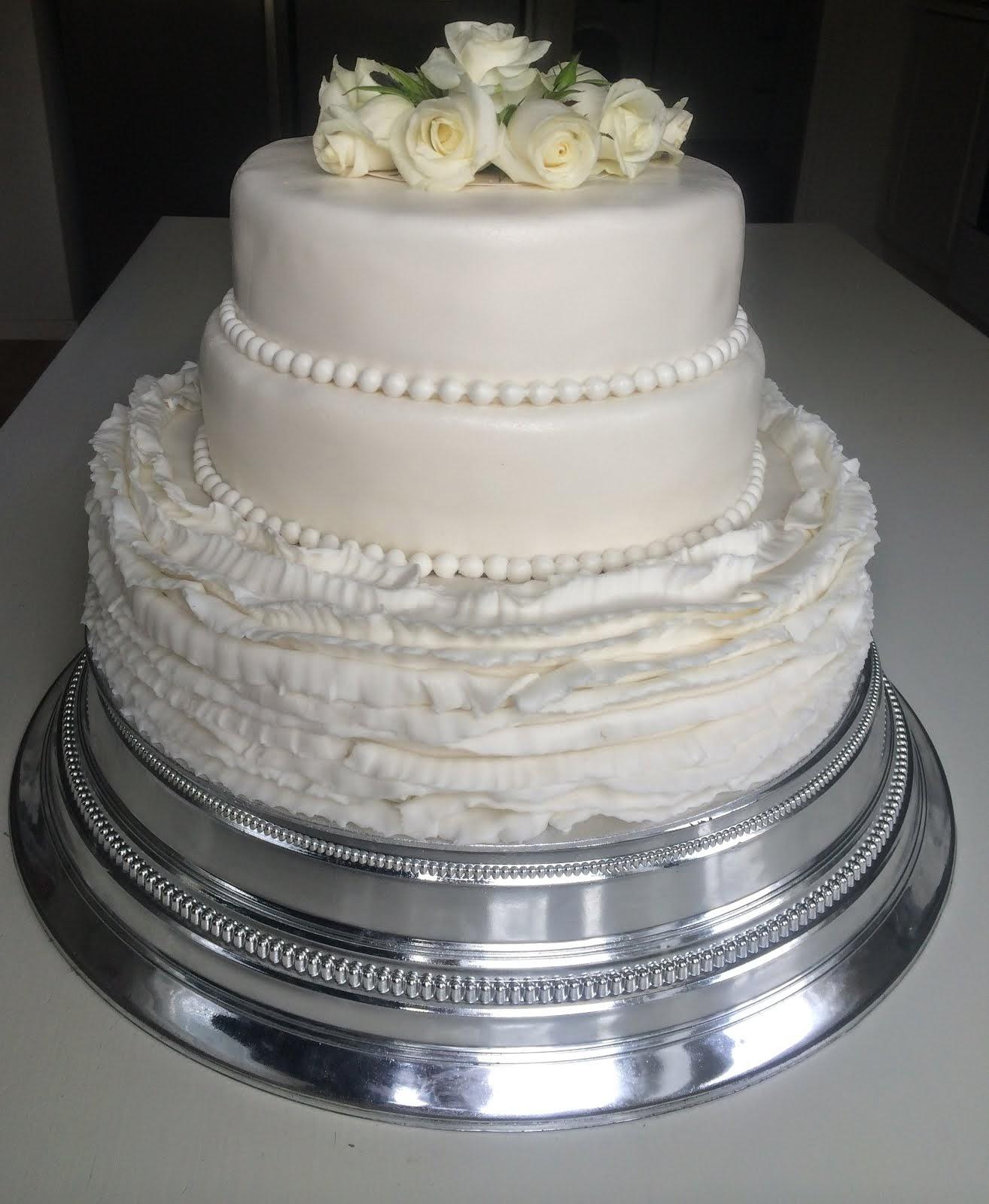 Bröllopstårta med volanger