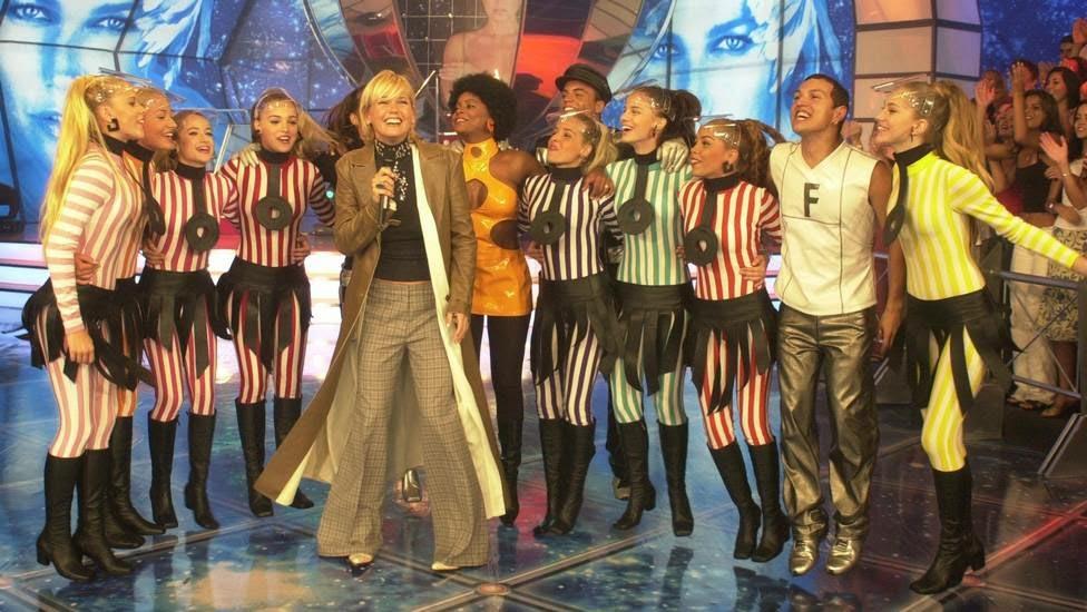 "Xuxa, Paquitas New Generation e equipe do programa ""Planeta Xuxa."