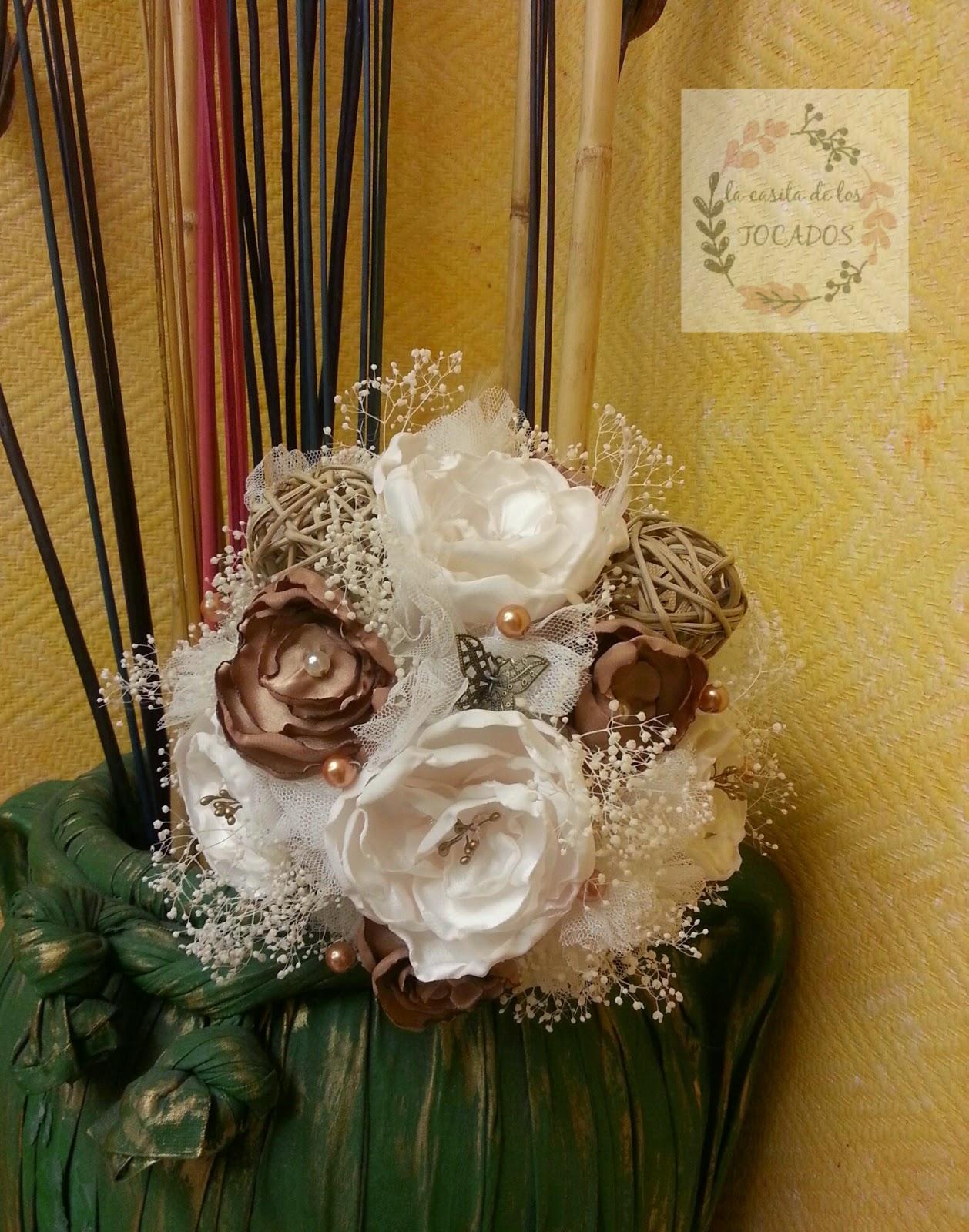 ramo para novia en colores marfil y bronce, otoñal con flores secas