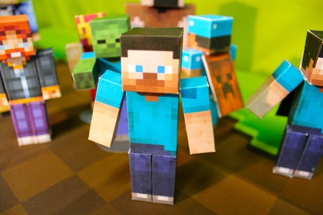 Minecraft Papercraft Studio now available for iOS and Android