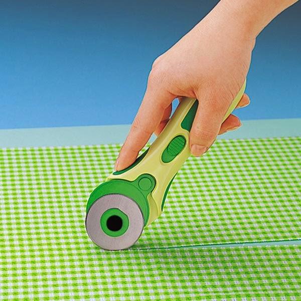 Herramientas básicas para el patchwork: cuchilla rotatoria o cutter