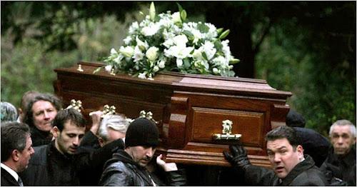 Padre Espanhol proíbe que os párocos chorem nos funerais