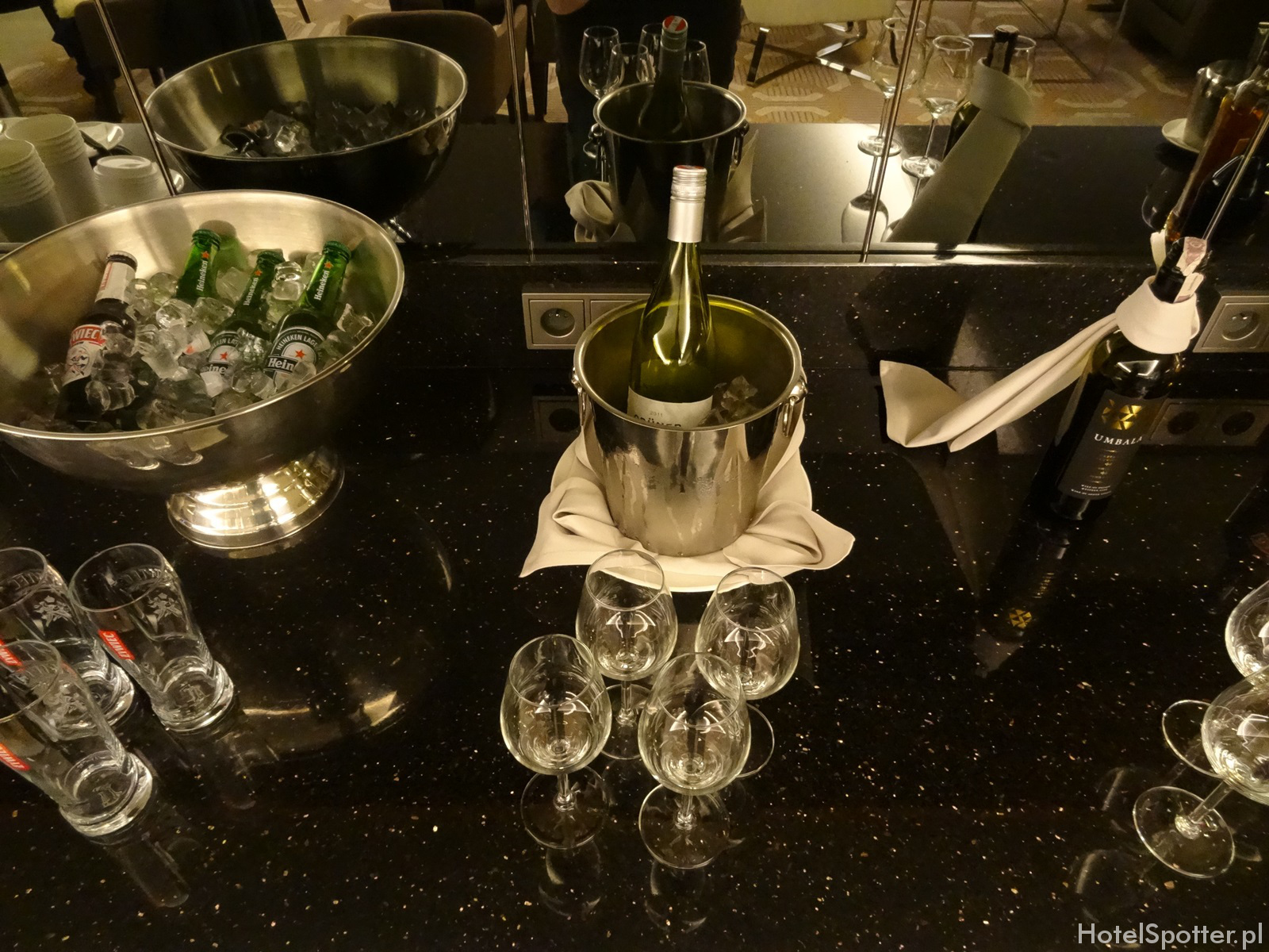 Salonik Executive Lounge w DoubleTree by Hilton Warsaw - piwo i wino