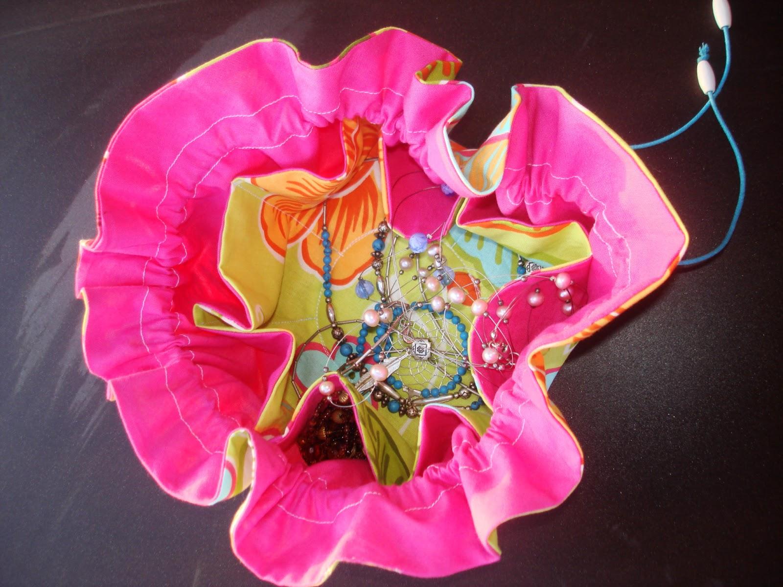 pochon à bijoux rose et anis huit poches ranger
