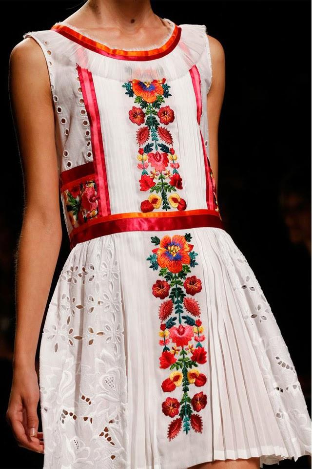 robe brodee fleurs