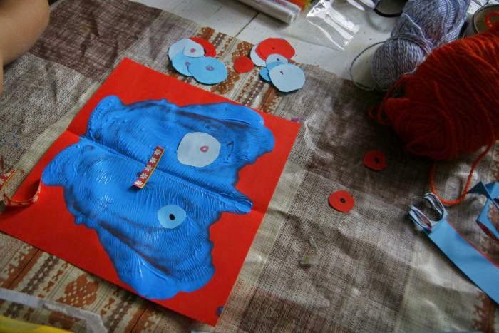 zabawa farbami dla przedszkolaków potwory
