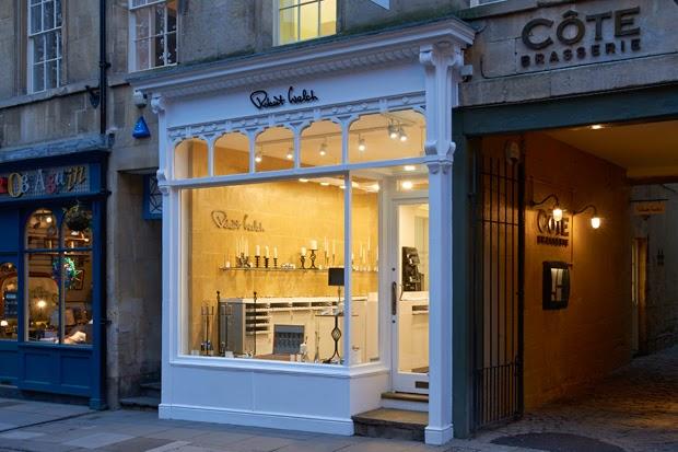 fachadas de lojas e iluminação