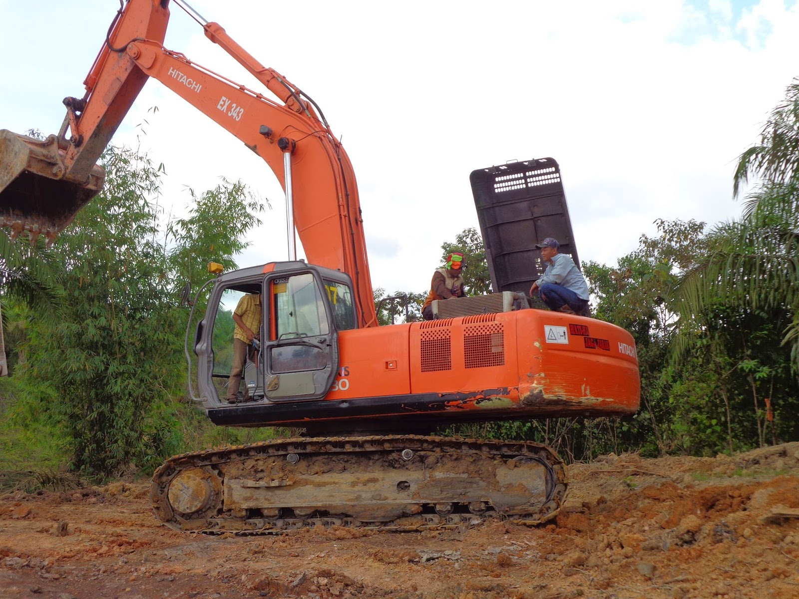 Preventing exposure to hot radiator waters excavator