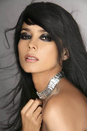 Mónica Chacón luciendo hermoso collar