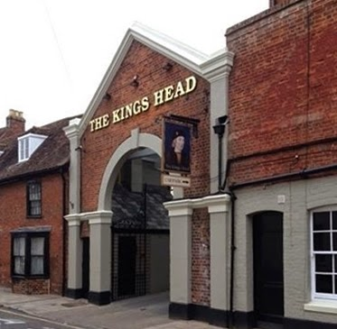 Car park entrance to King's Head, Wimborne