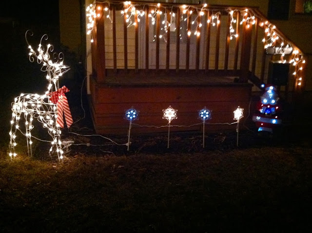Suburban-Reindeer-Lights