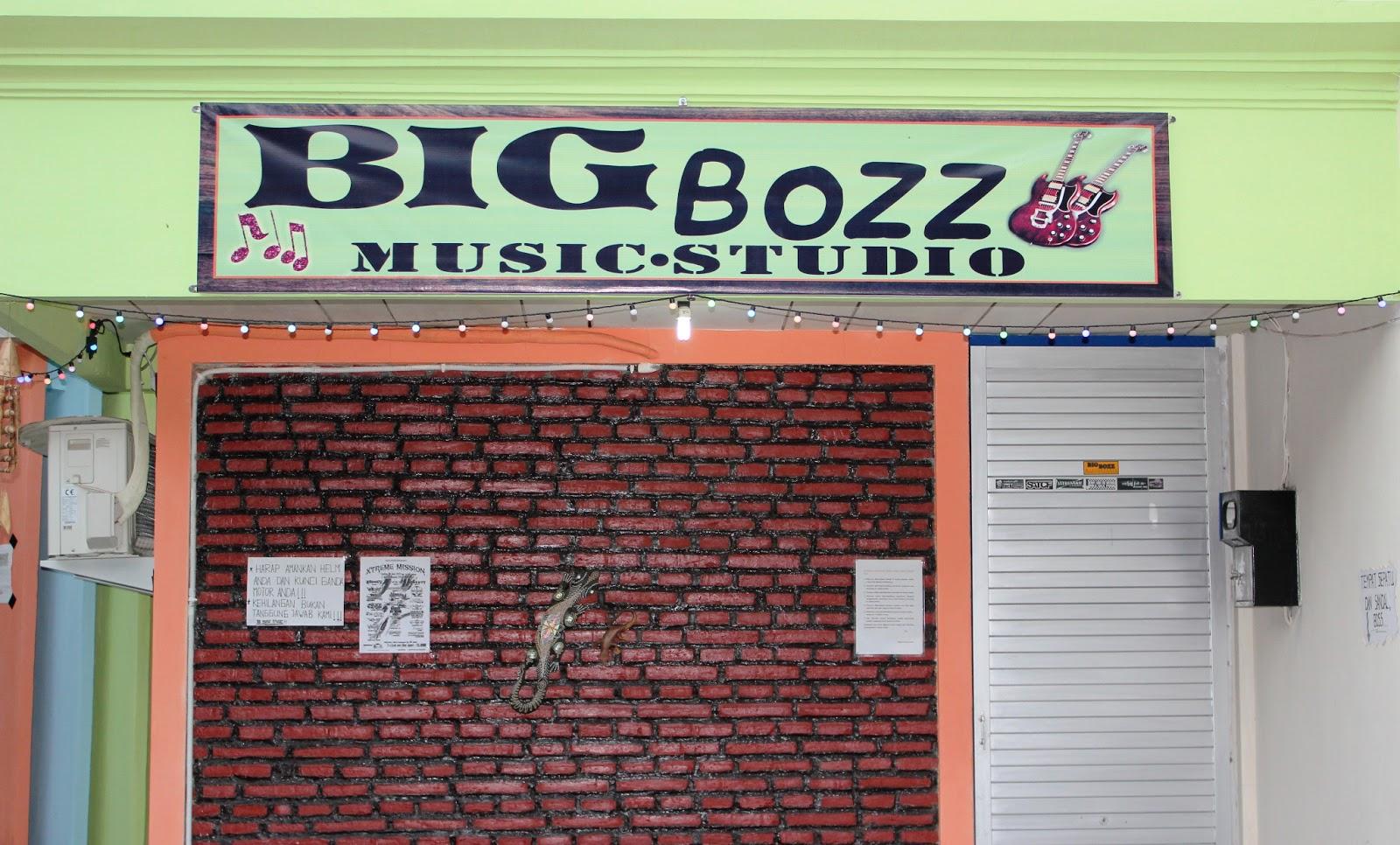gambar 2 tampak depak studio musik gambar 3 tampak studio musik dari ...