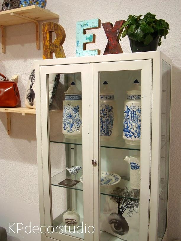 comprar vitrina medico antigua estanteria vintage online