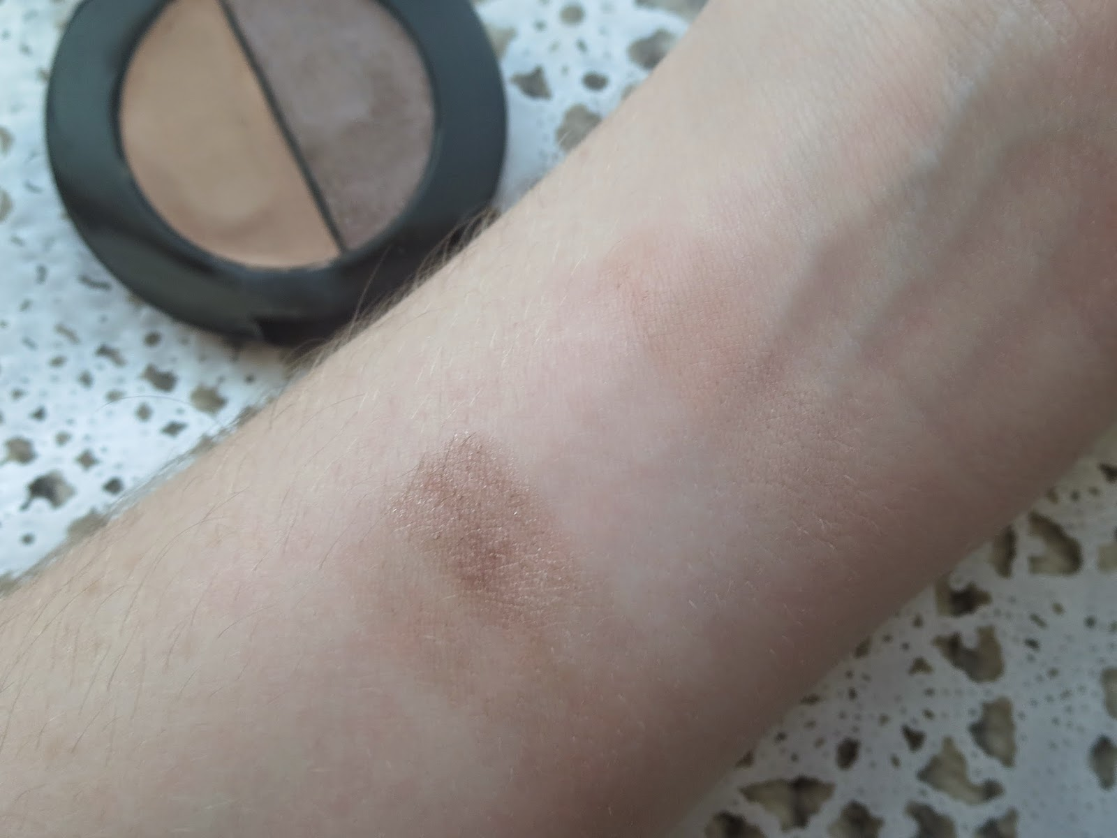 a picture of Maybelline Color Molten in Taupe Craze (standard swatch)