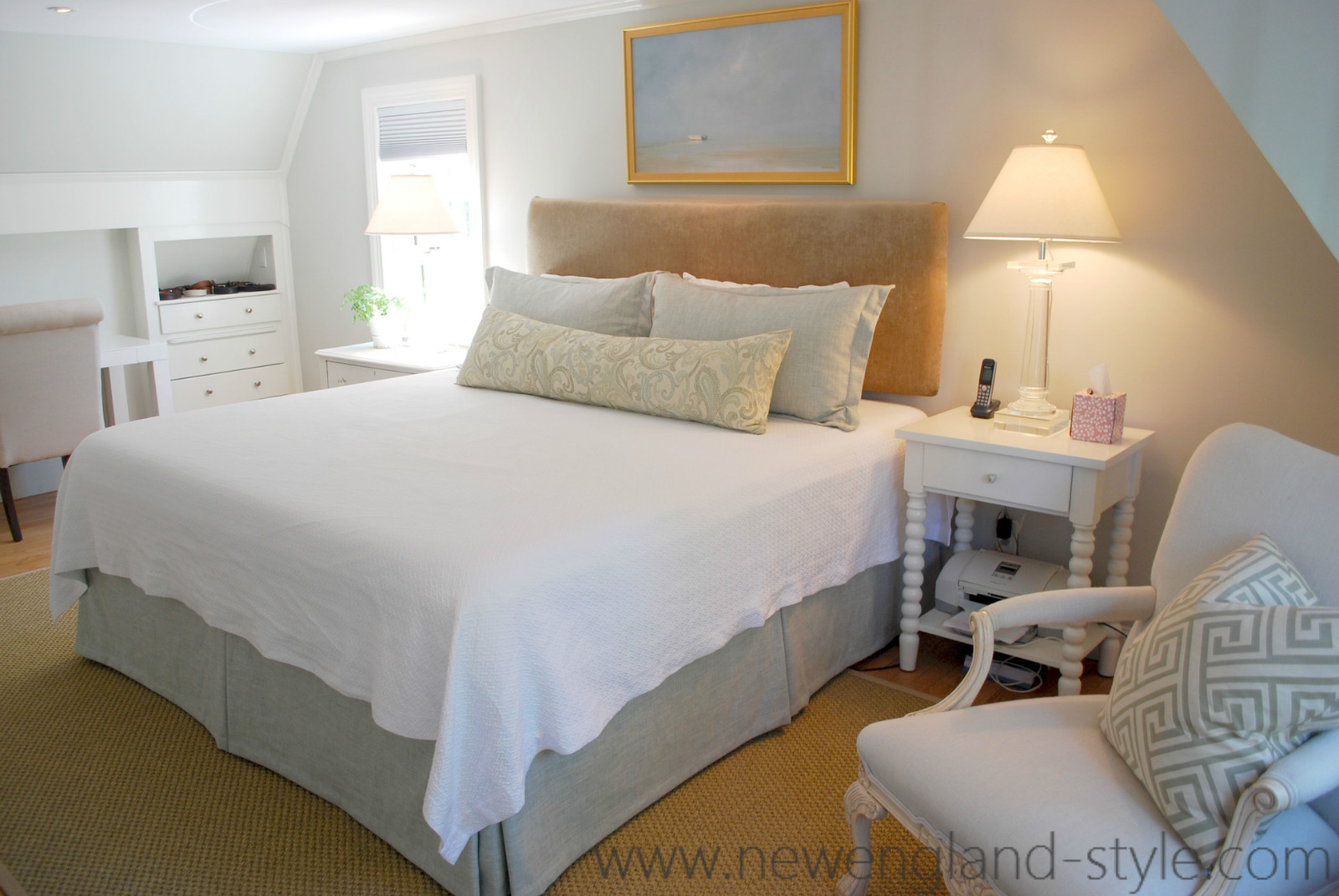 New England Style: Marblehead Coast Bedroom Dressed in Linen
