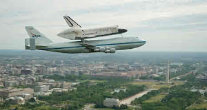 SPACE SHUTTLE DISCOVERY FLIES INTO WASHINGTON
