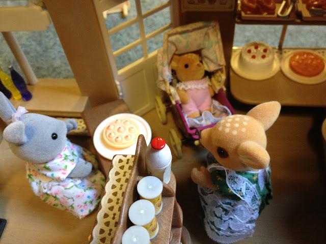 Sylvanian Families Village Bakery Belinda Brighteyes Moss Reindeer Baby Pram