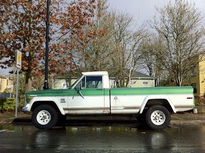 1972 Jeep J4000.