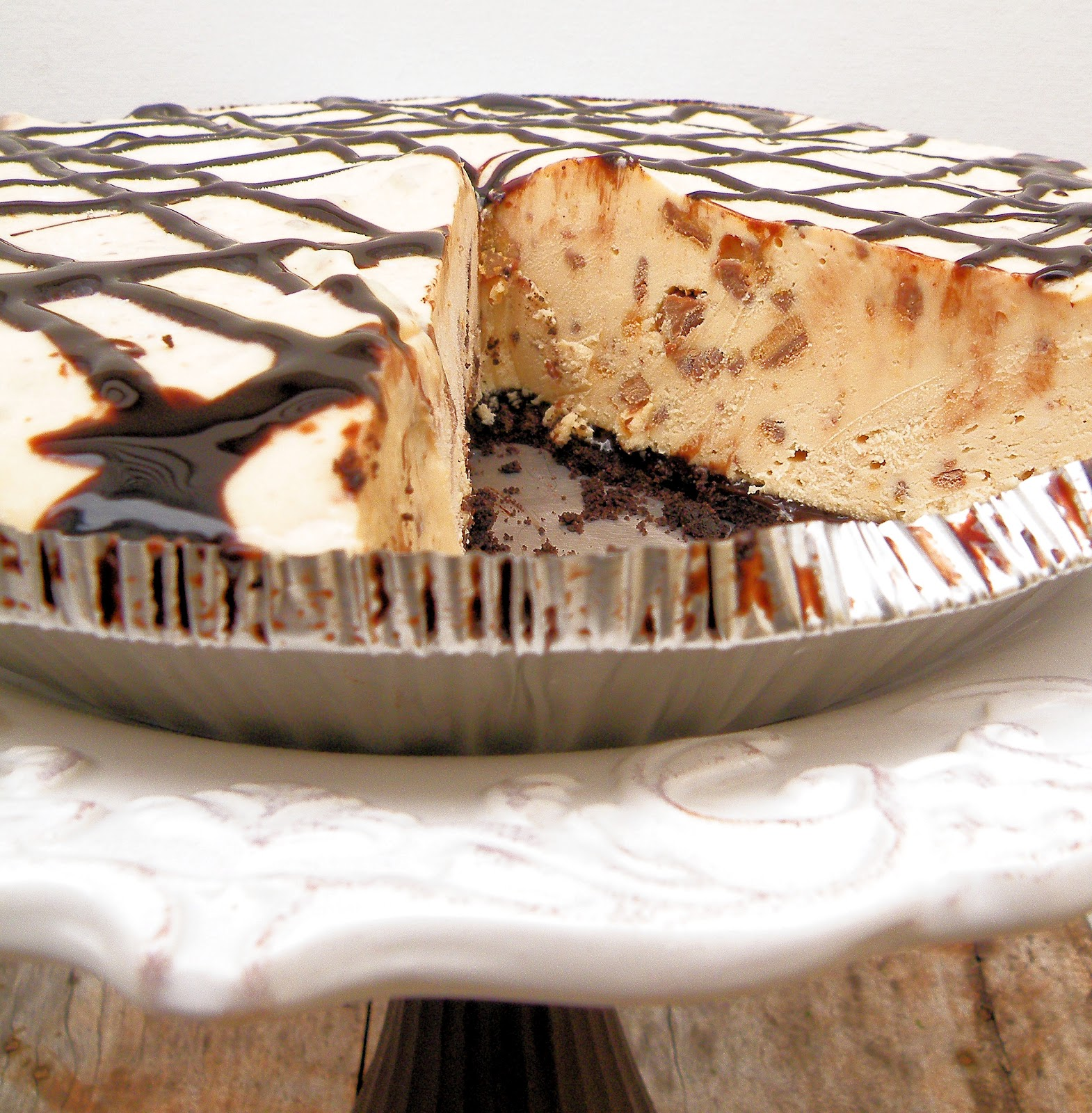 Vittles and Bits: Frozen Peanut Butter Cup Pie