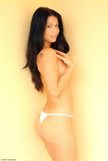 Nude Selfie - rs-20041026_110-748378.jpg